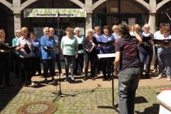 Der Frauenchor Büdingen präsentiert sich mit dem Balkanfeuer-Medley.